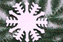 Снежинка. Материал пенопласт.